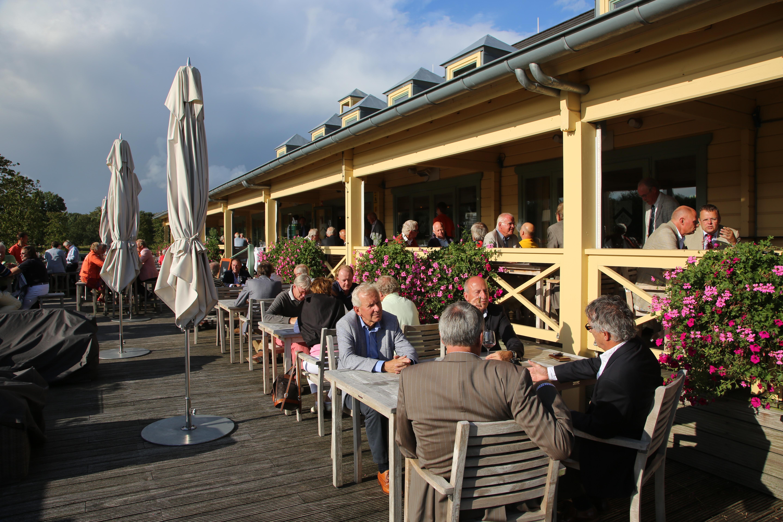 Zonnige omstandigheden op het schitterende terras van De Goyer.