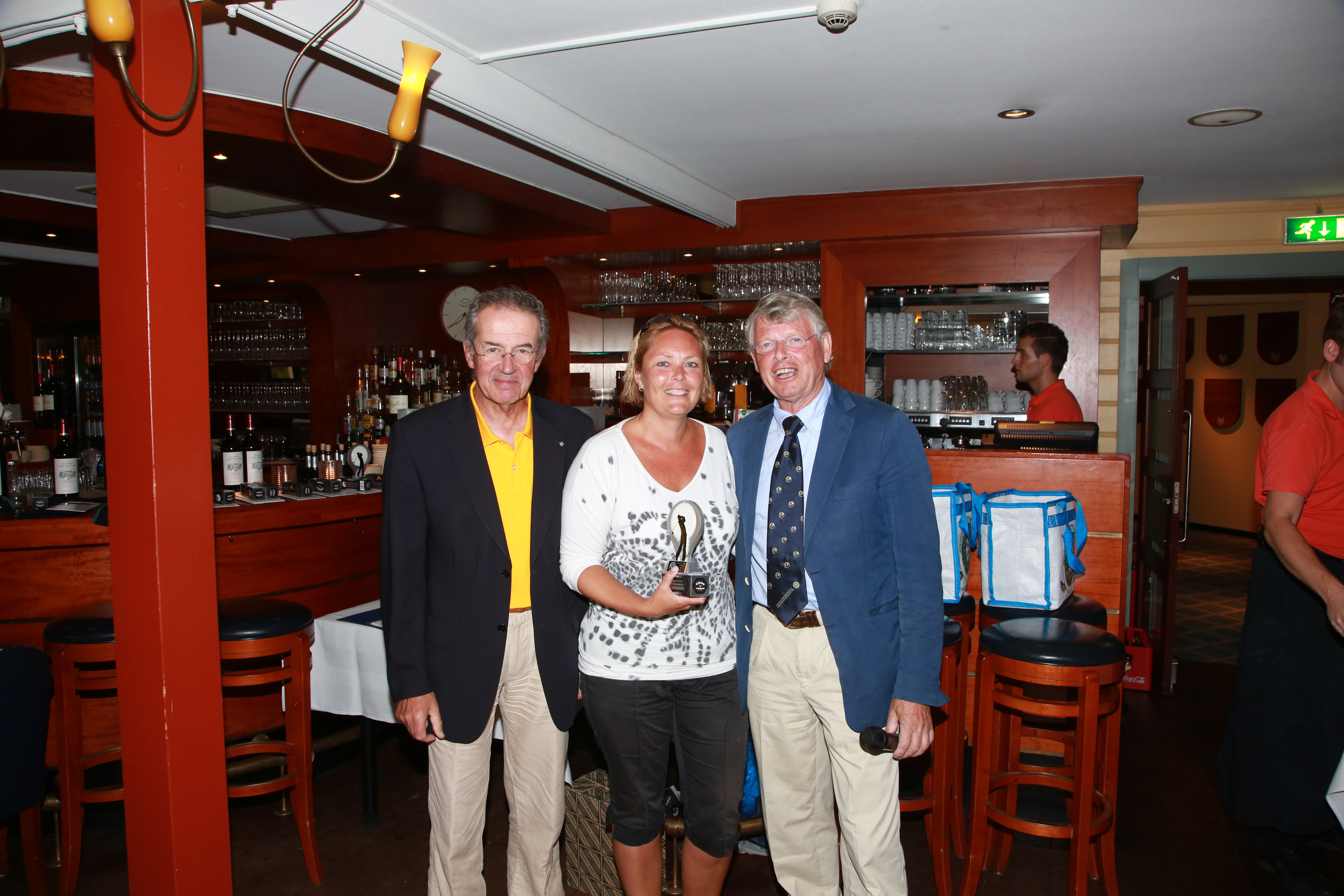 Ilja Borgart winnaar longest dames NK Rotary Golf.