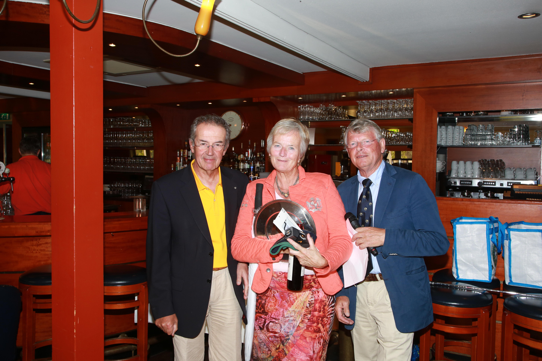 Jossy van der Hoeve trotse winnaar individueel strokeplay met 85 slagen!